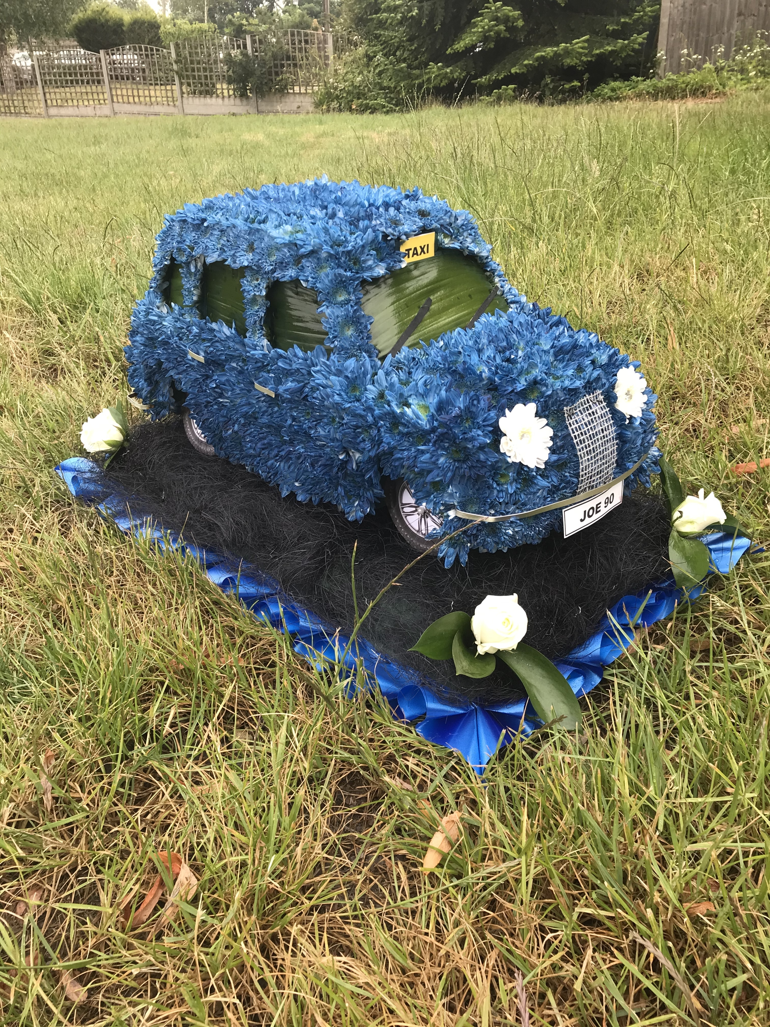 Taxi made from flowers