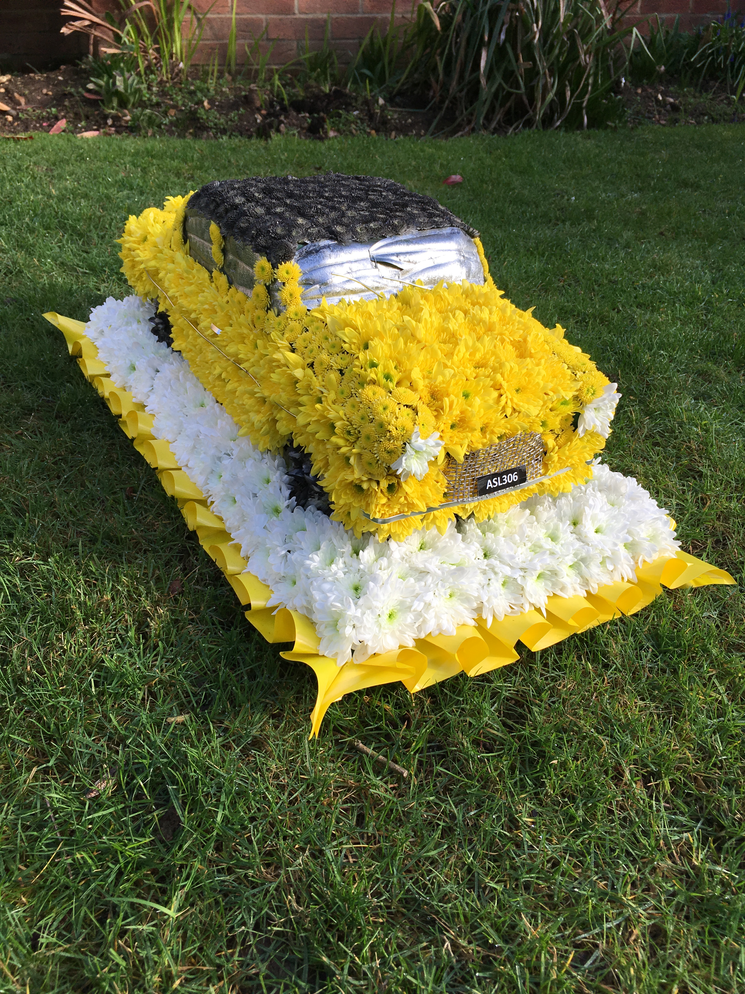 Themed floral tributes first impression flowers corsa car 3d made from flowers funeral tribute 165 izmirmasajfo